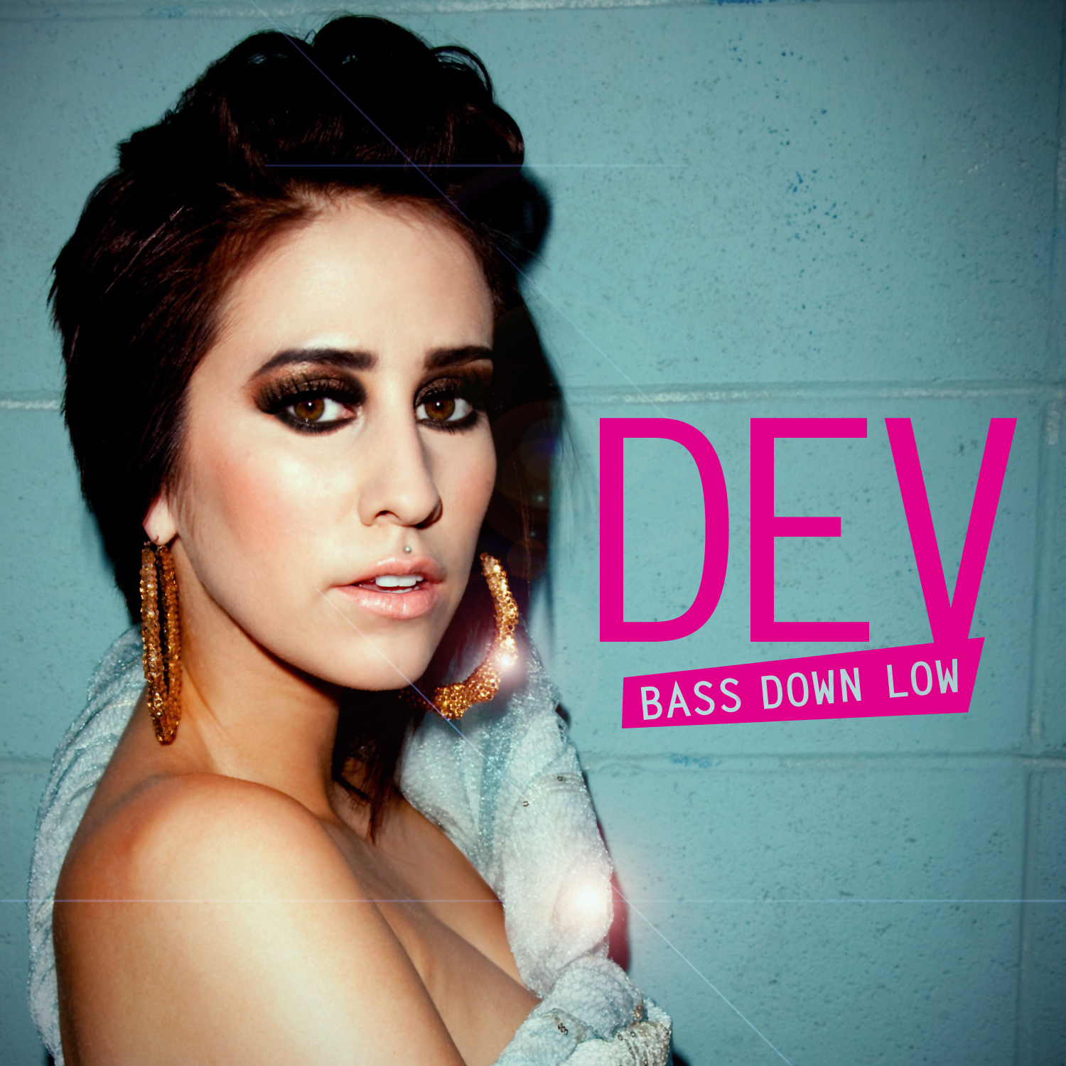 Dev - Bass Down Low (feat. The Cataracs)